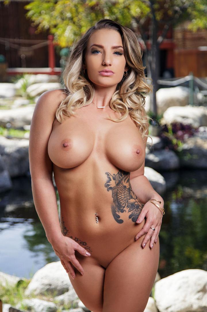 Cali Carter's VR Porn Videos, Bio & Free Nude Pics