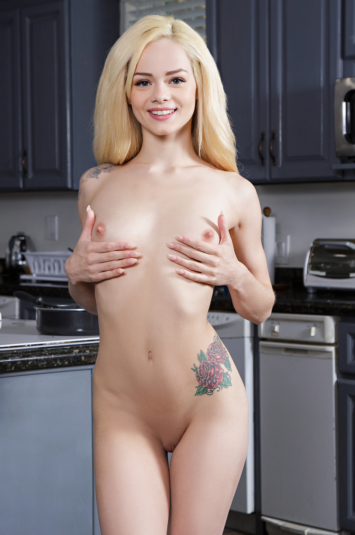 Elsa Jean's Bio, Free Nude Pics & VR Porn Videos