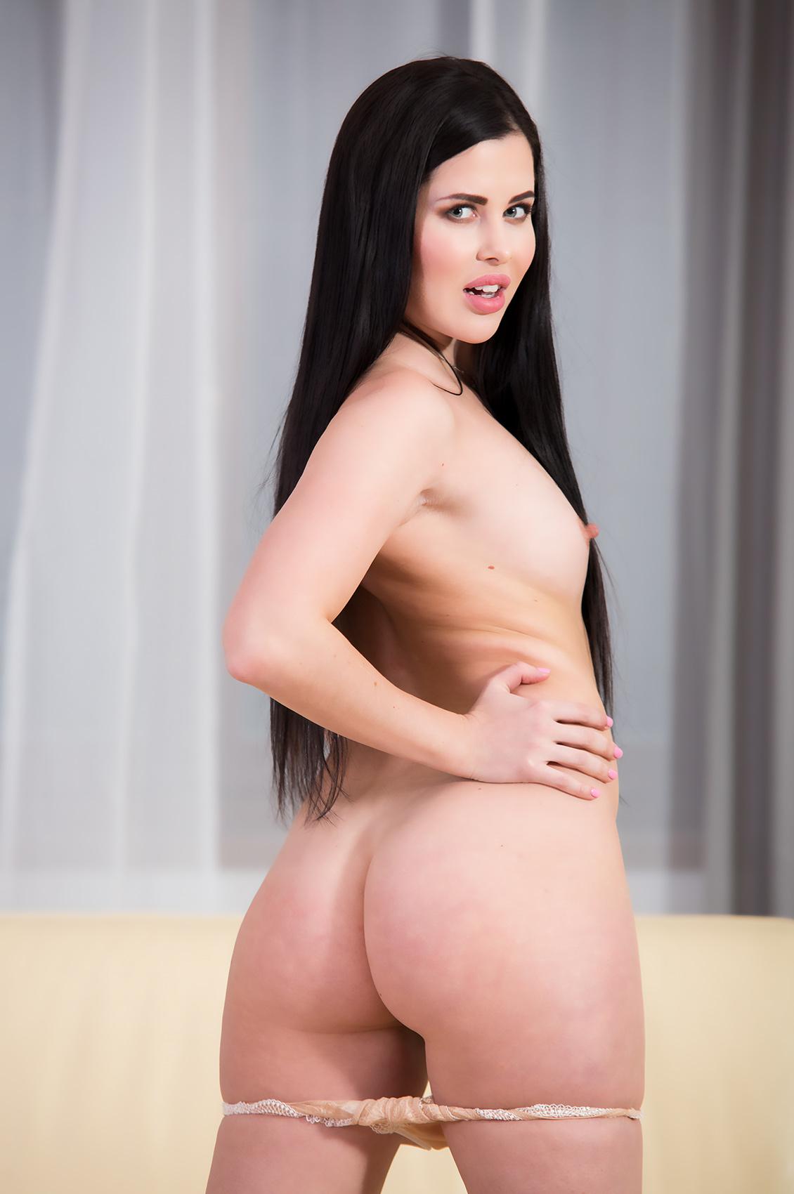 Cassie Fire's VR Porn Videos, Bio & Free Nude Pics