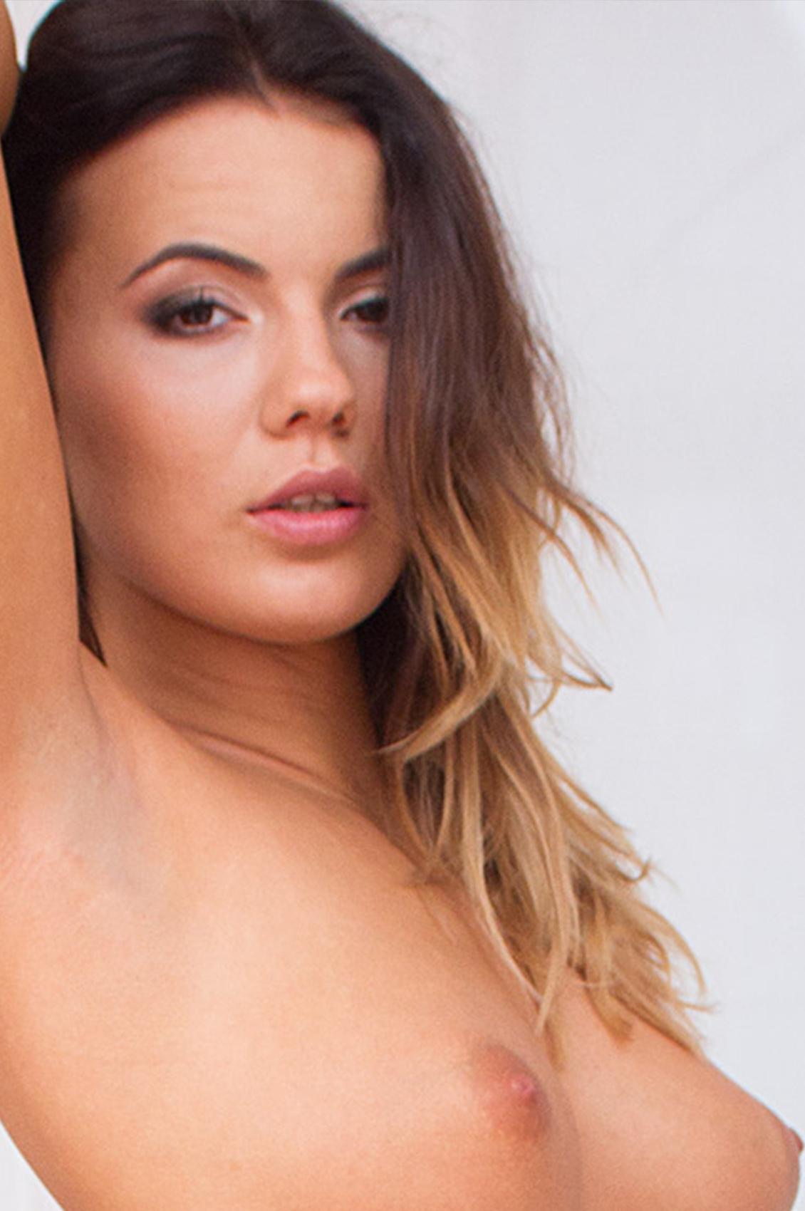 Vanessa Decker's VR Porn Videos, Bio & Free Nude Pics