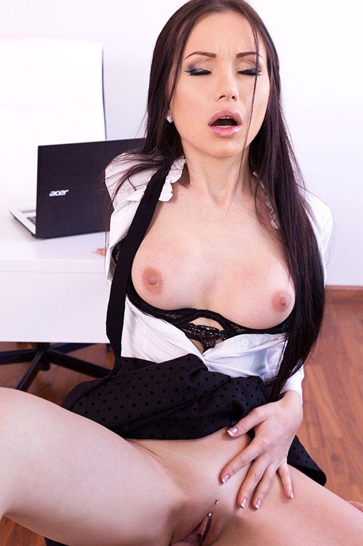 Sasha Rose's VR Porn Videos, Bio & Free Nude Pics