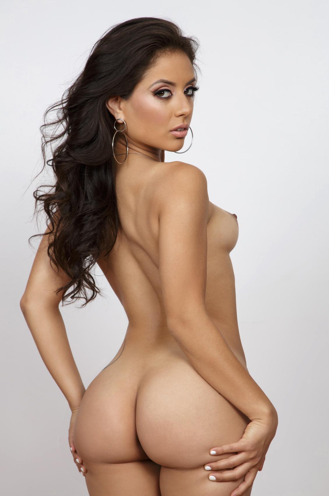 Jynx Maze's VR Porn Videos, Bio & Free Nude Pics