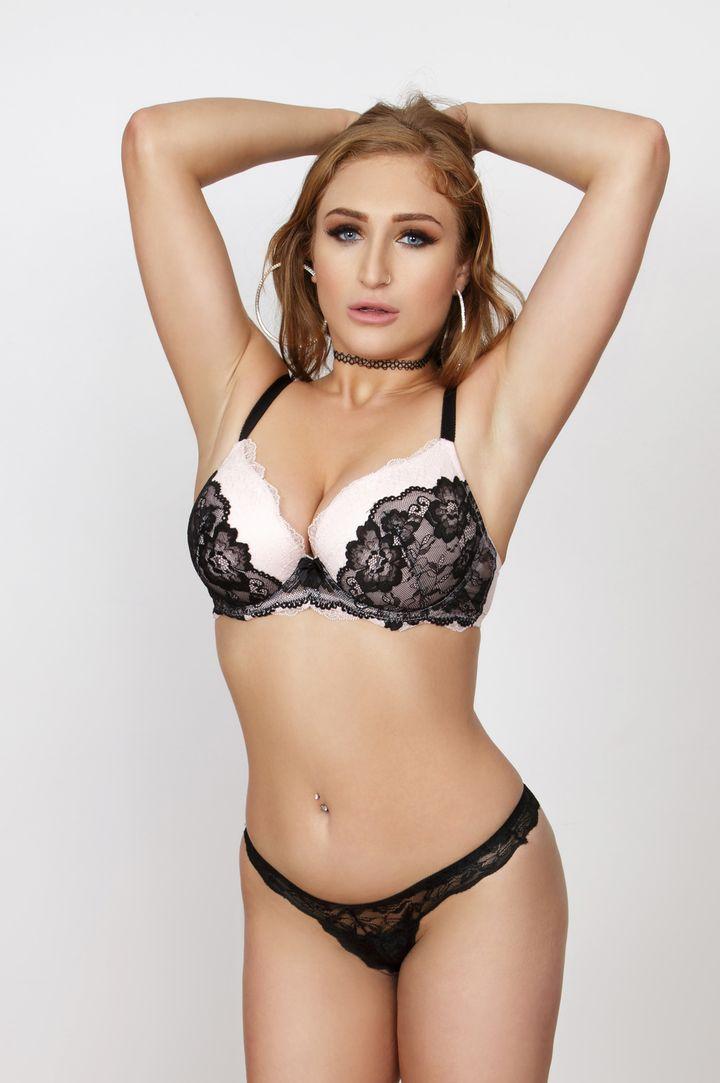 Skylar Snow's Bio, Free Nude Pics & VR Porn Videos