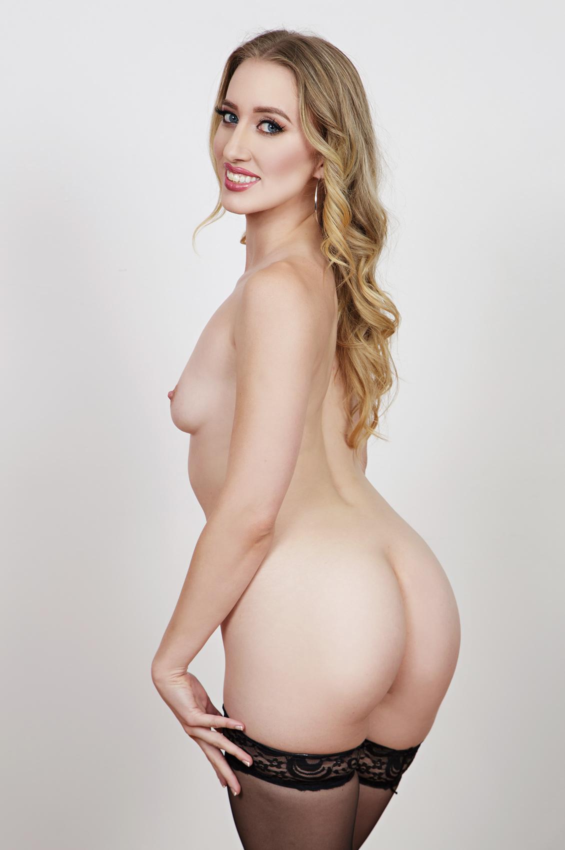 Riley Reyes's VR Porn Videos, Bio & Free Nude Pics