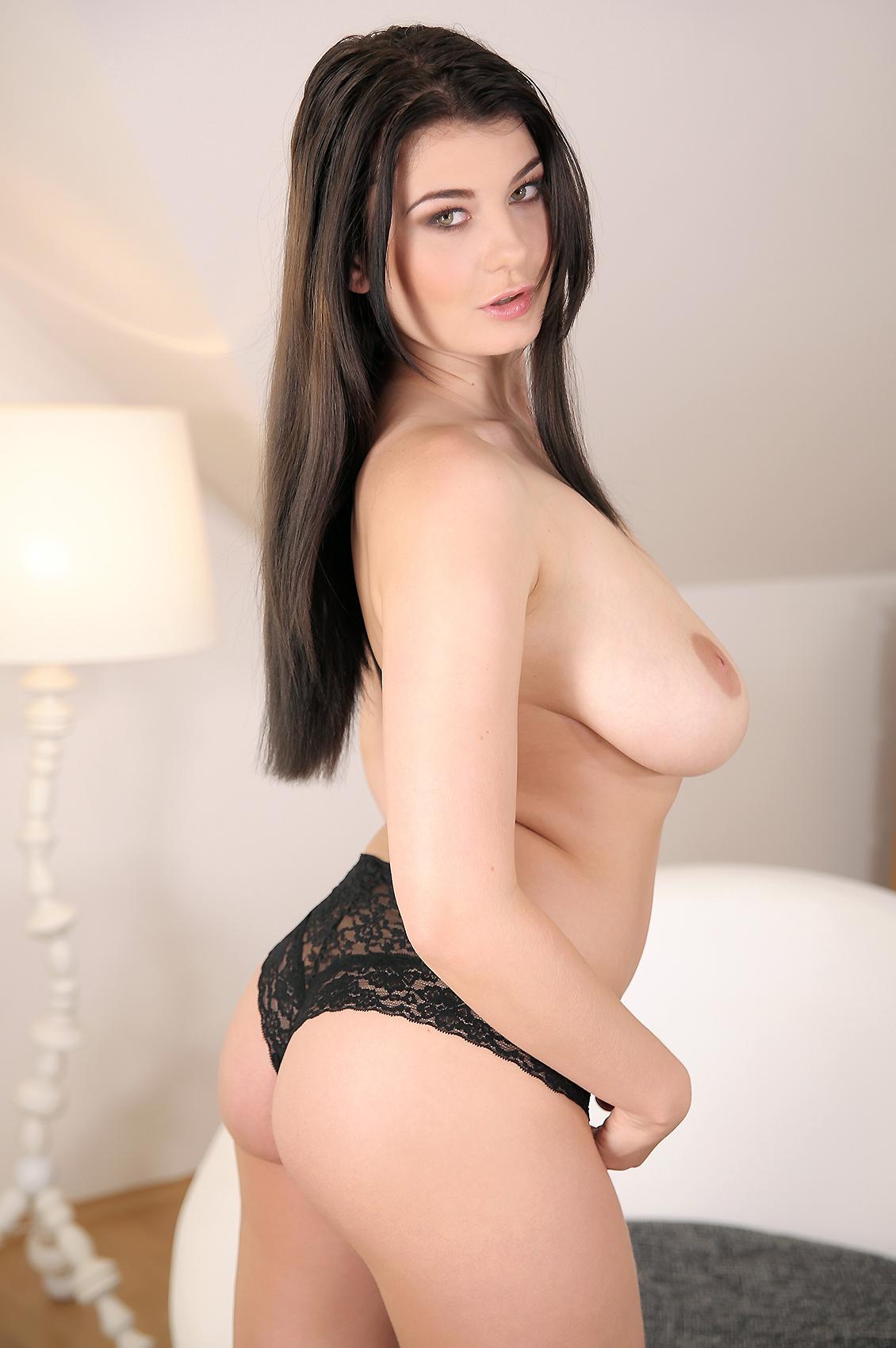 Lucy Li's VR Porn Videos, Bio & Free Nude Pics