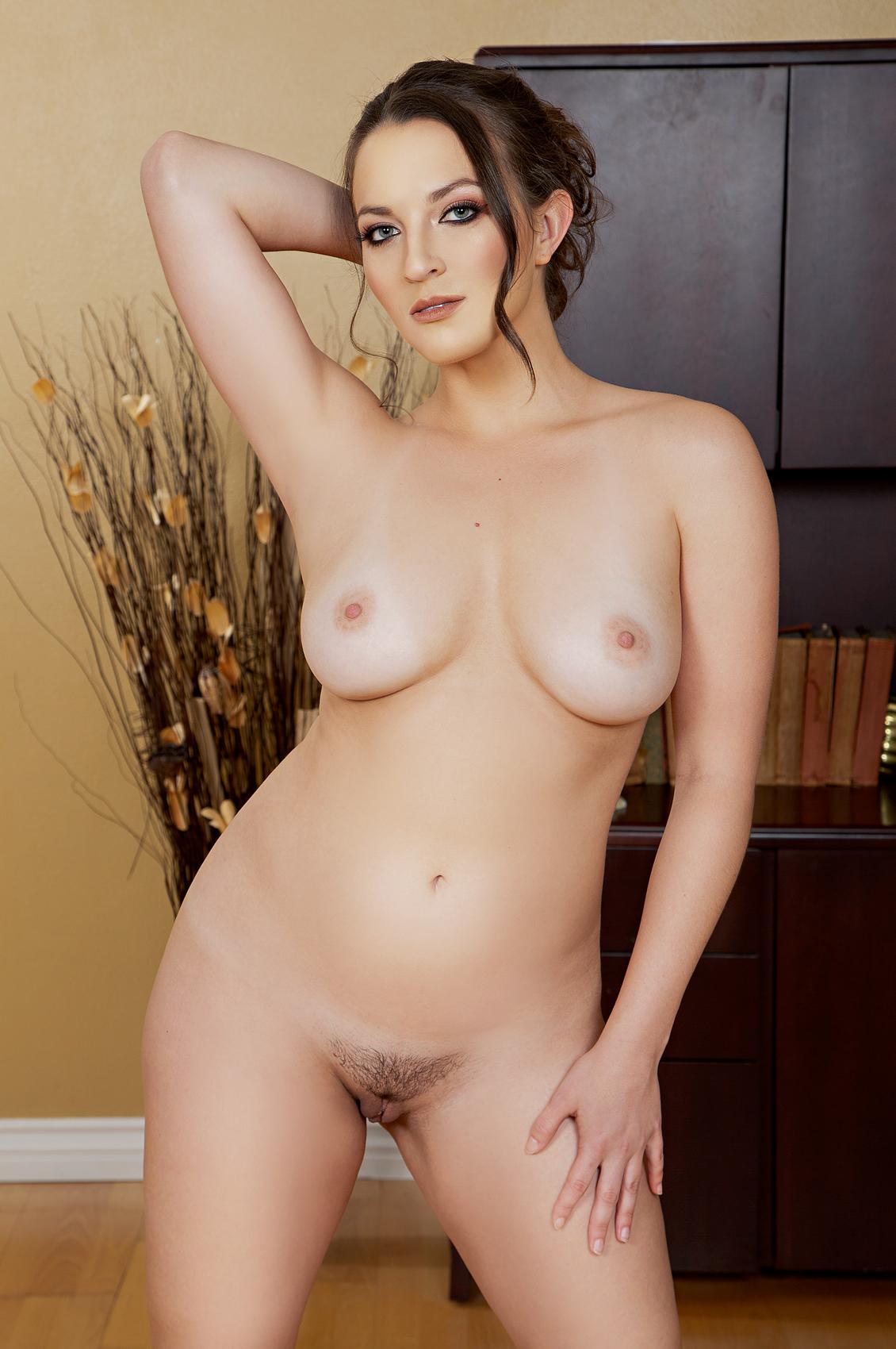 Lily Love's VR Porn Videos, Bio & Free Nude Pics