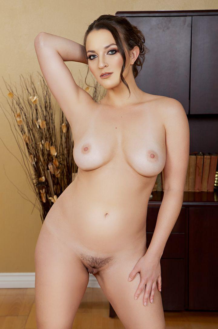 Lily Love's Bio, Free Nude Pics & VR Porn Videos