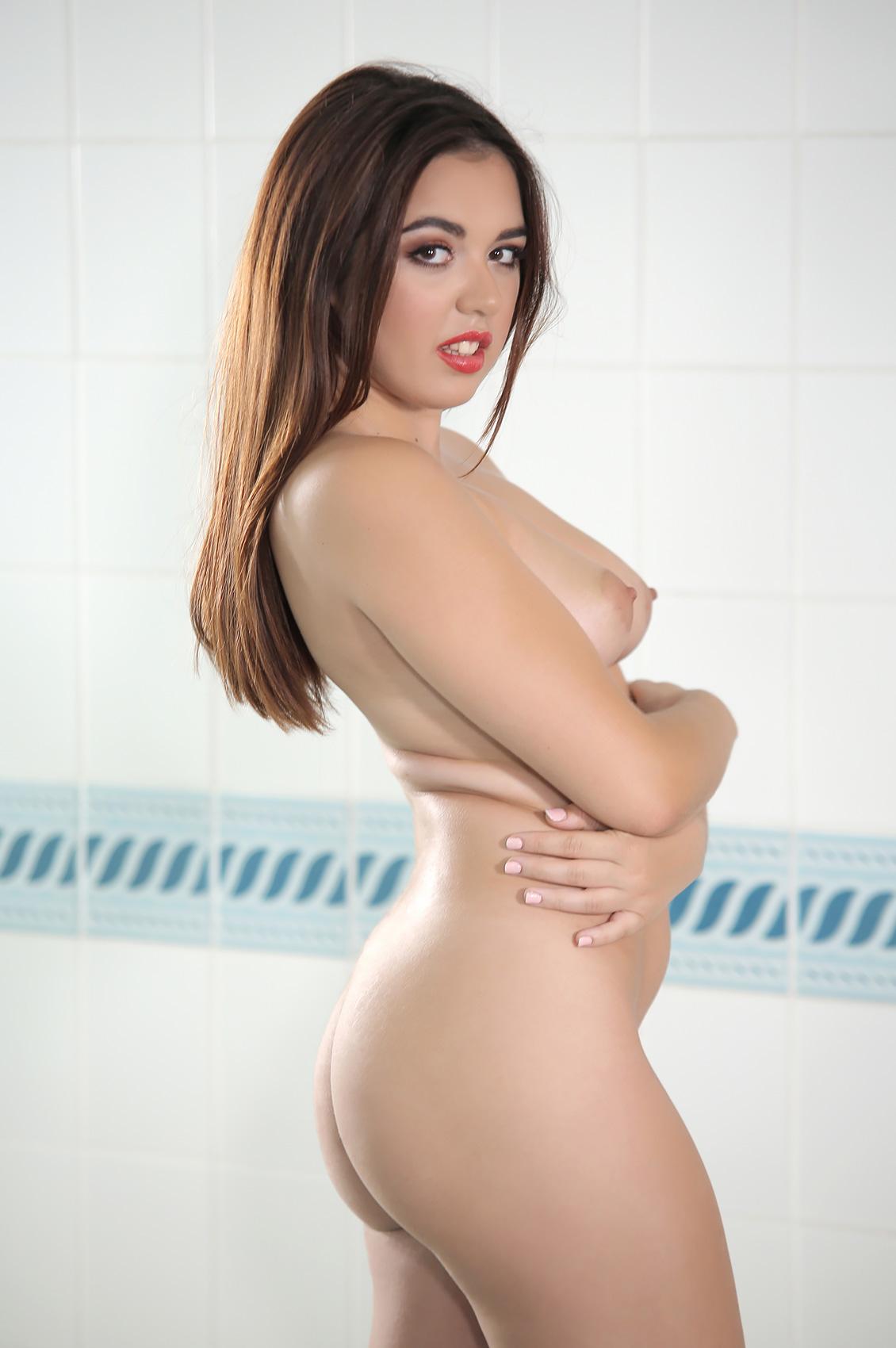 Diana Rius's Bio, Free Nude Pics & VR Porn Videos