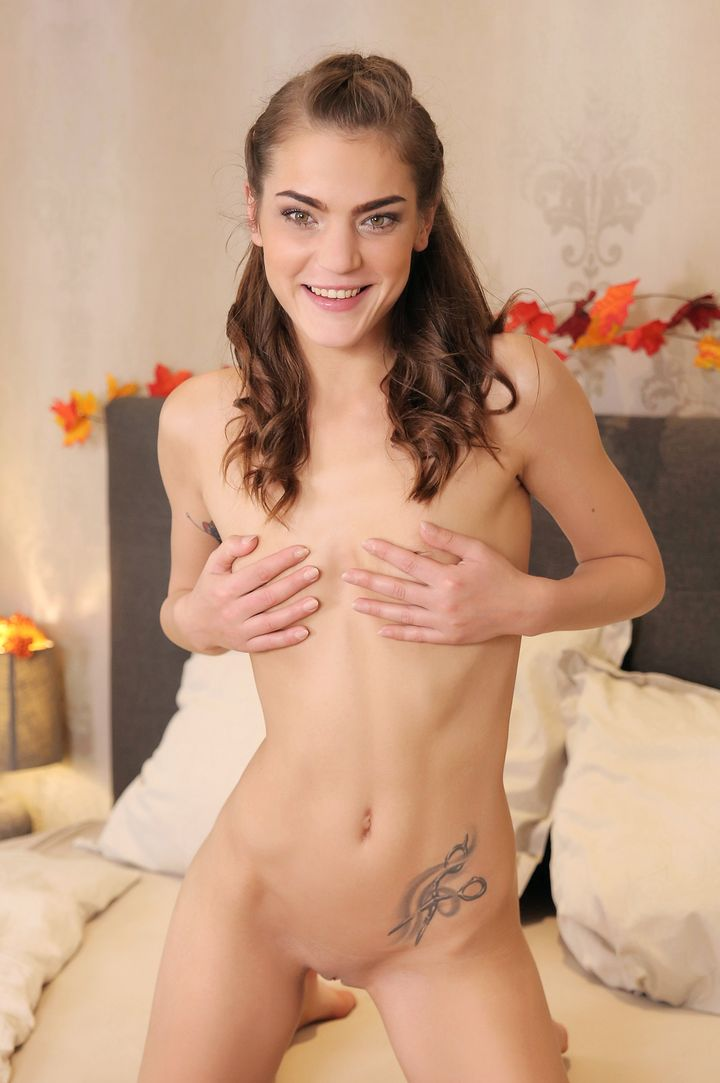 Nana Garnet's VR Porn Videos, Bio & Free Nude Pics