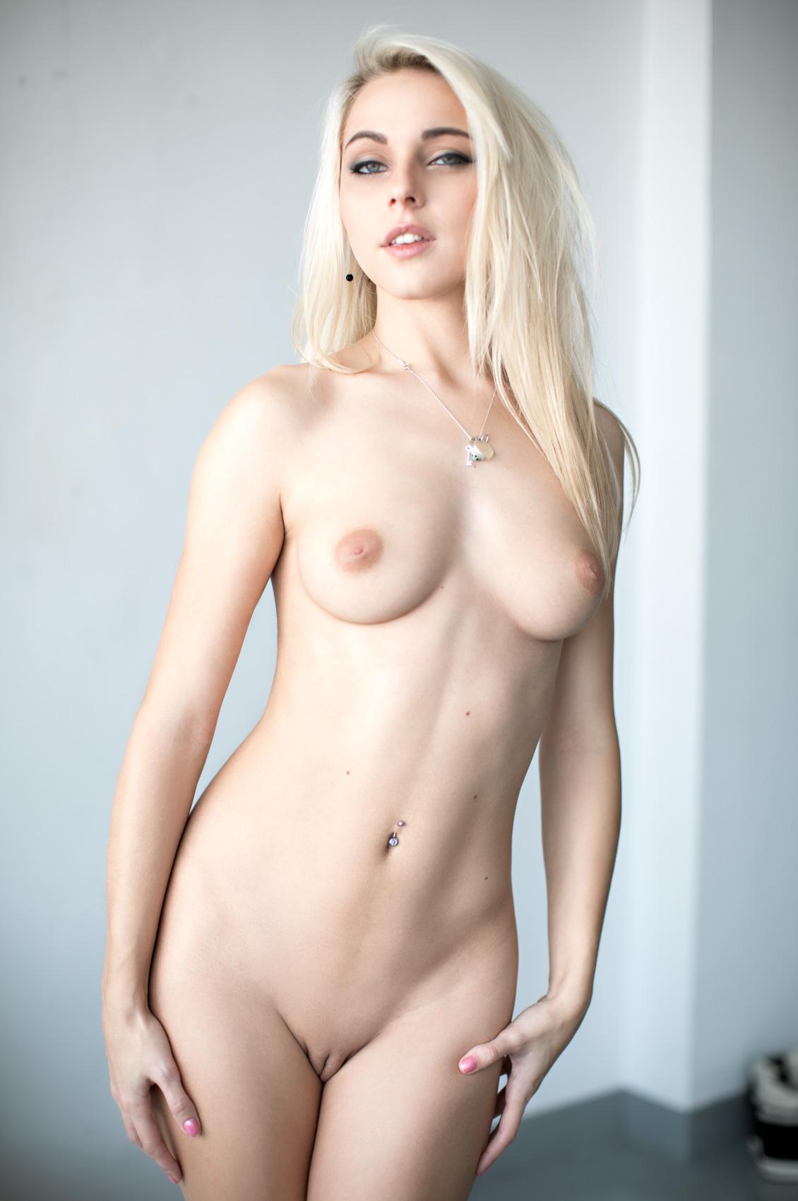 Chloe Toy's Bio, Free Nude Pics & VR Porn Videos