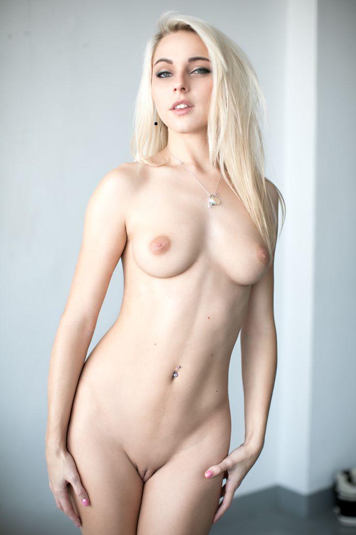 Chloe Toy's VR Porn Videos, Bio & Free Nude Pics