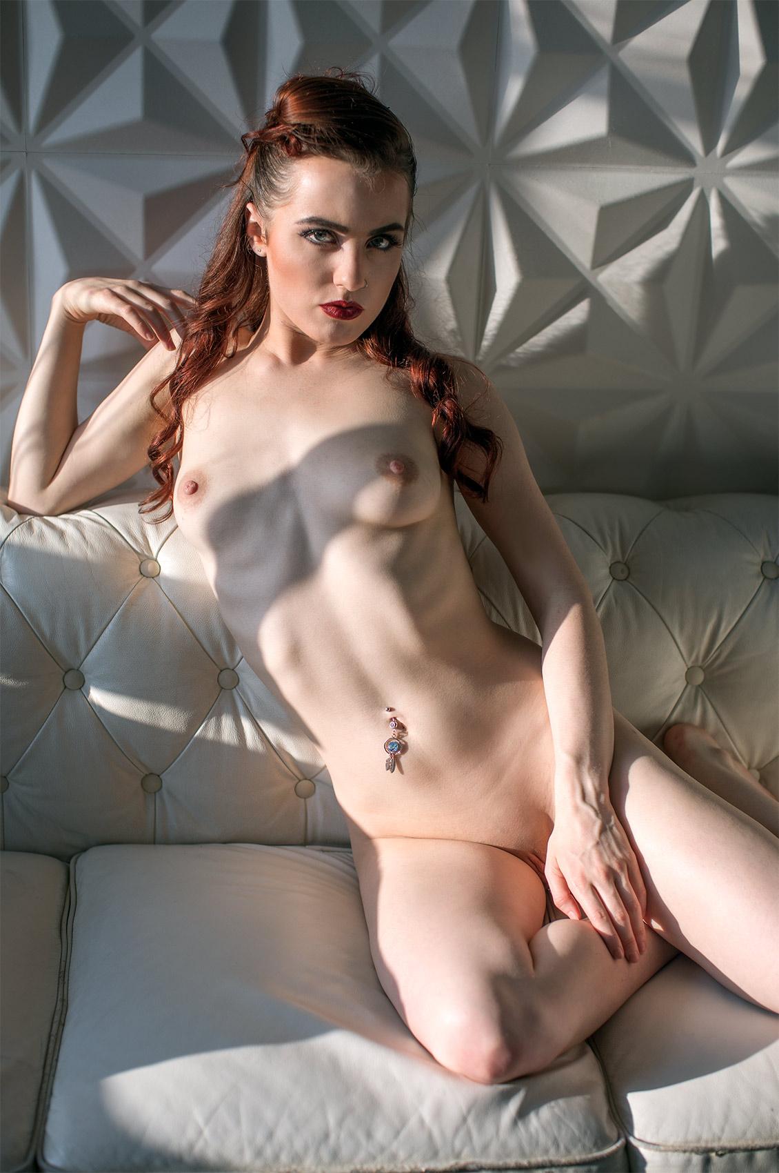 Lola Rae's VR Porn Videos, Bio & Free Nude Pics