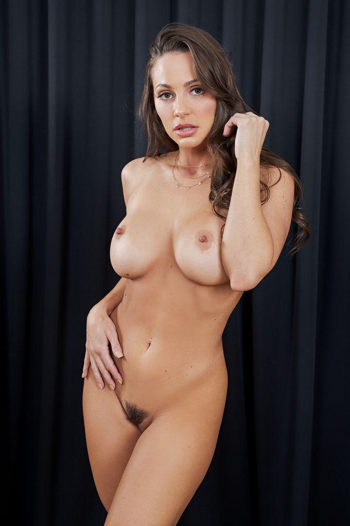 Abigail Mac's Bio, Free Nude Pics & VR Porn Videos