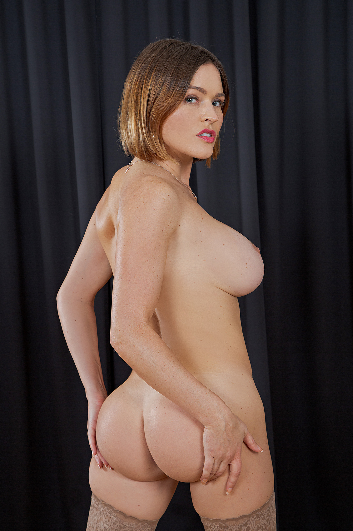 Krissy Lynn's VR Porn Videos, Bio & Free Nude Pics