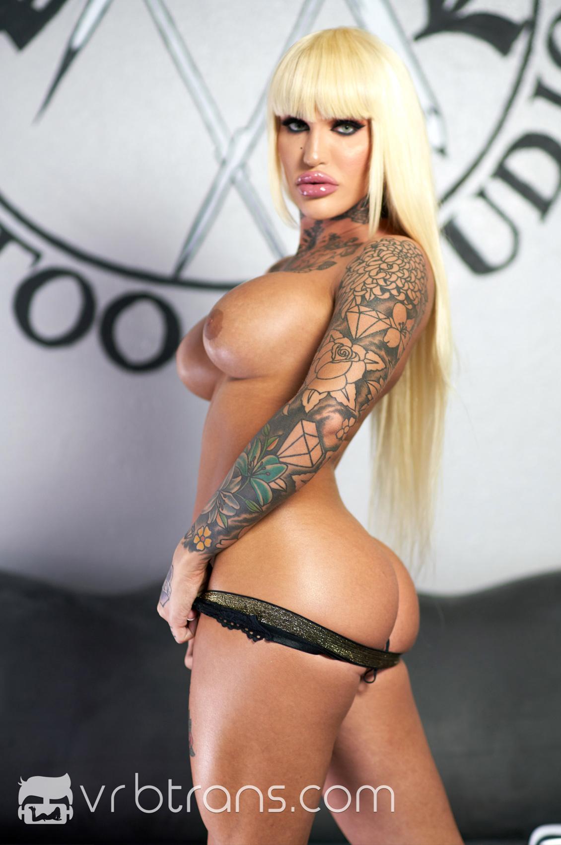 Nadia Love's Bio, Free Nude Pics & VR Porn Videos