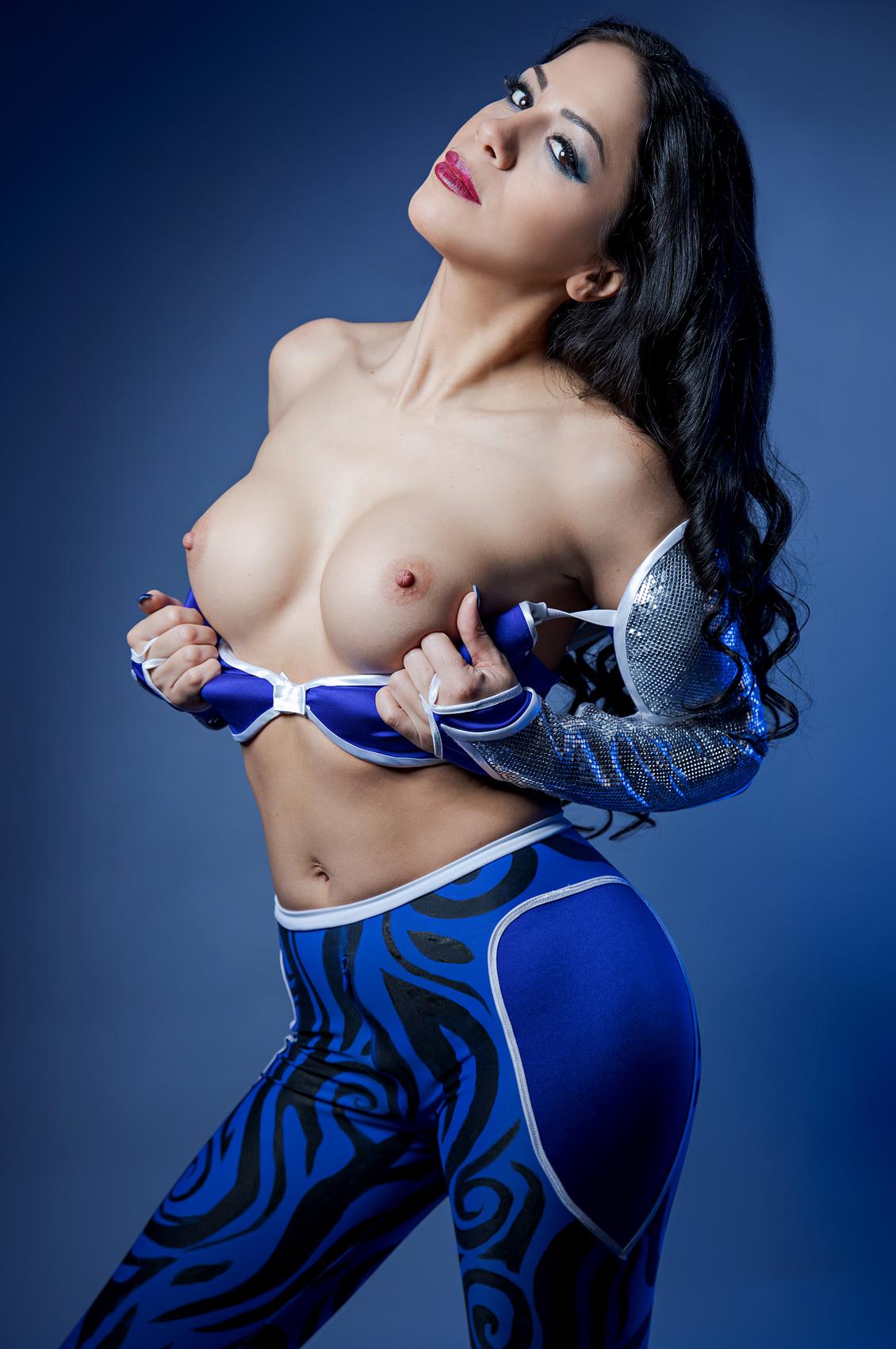 Julia De Lucia's VR Porn Videos, Bio & Free Nude Pics