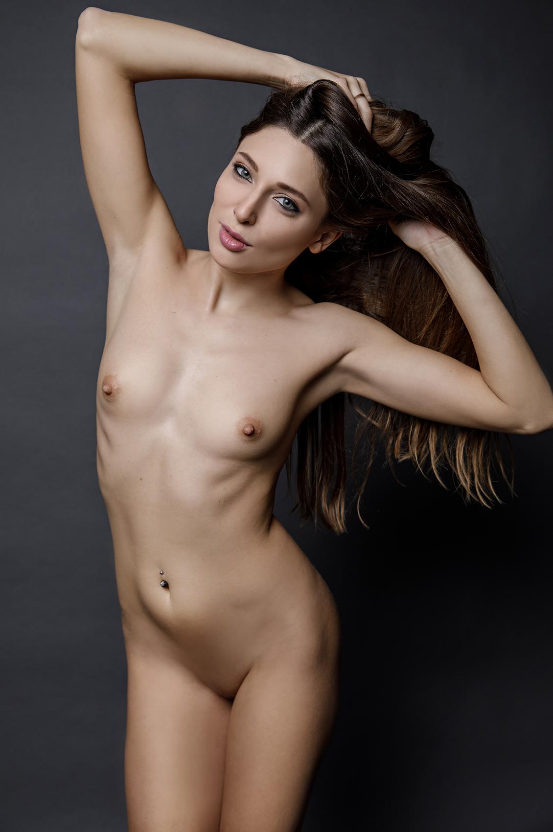 Talia Mint's VR Porn Videos, Bio & Free Nude Pics