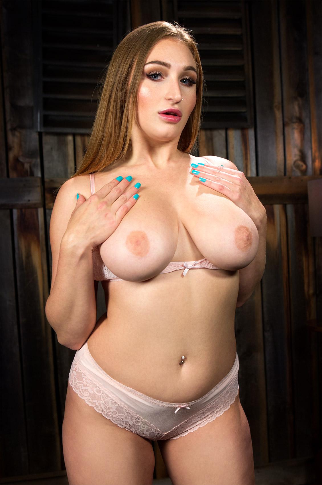 Skylar Snow's VR Porn Videos, Bio & Free Nude Pics