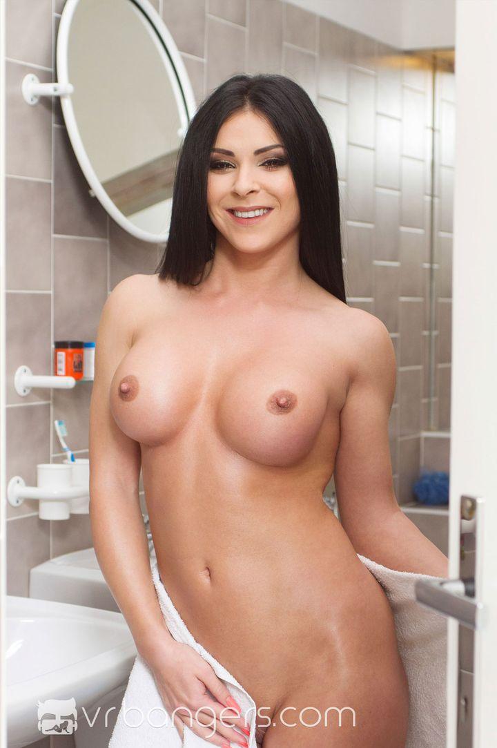 Inna Innaki's Bio, Free Nude Pics & VR Porn Videos