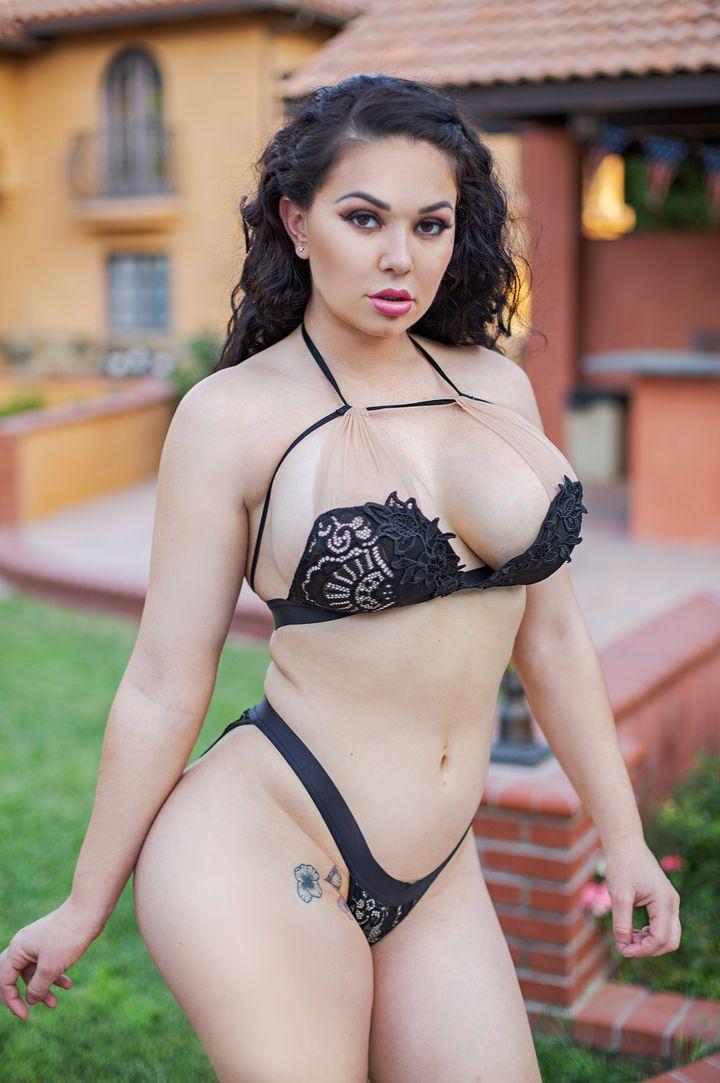 Brooke Beretta's Bio, Free Nude Pics & VR Porn Videos