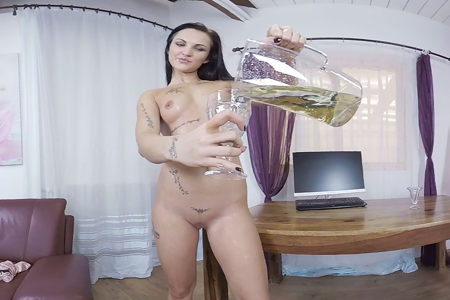 Isabel Gets Wet VR Porn Video