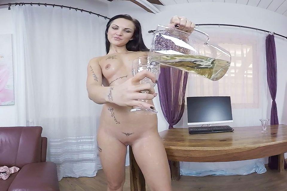 Isabel Gets Wet VR Porn Video VR Porn Video